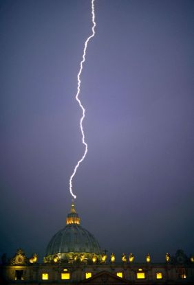 A+lightning+strikes+St+Peter's+dome+at+the+Vatican+on+February+11